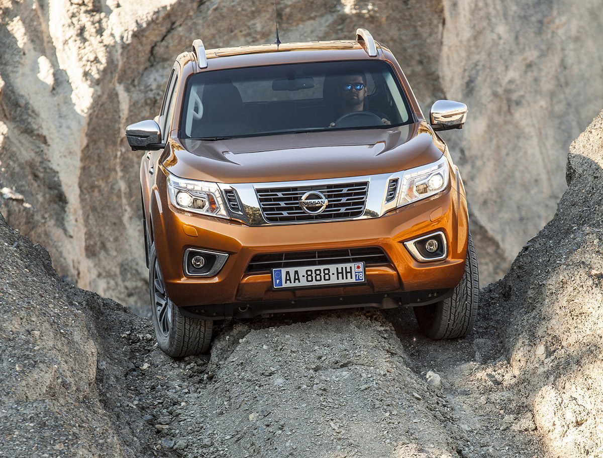 nissan navara 4x4 nueva generaci n en 2016. Black Bedroom Furniture Sets. Home Design Ideas