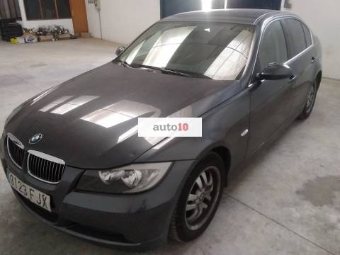 BMW 318 i. 143 CV.
