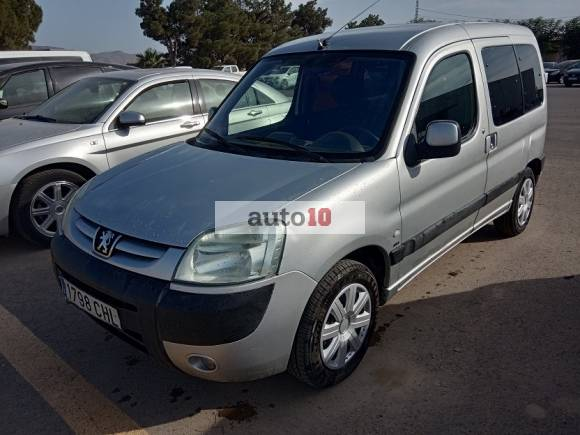 PEUGEOT PARTNER 2.0 HDI 90 CV con doble puerta lateral.