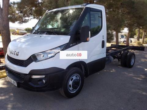 IVECO DAILY 35-150 EN CHASIS CABINA.