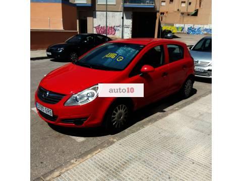 Opel corsa rojo de gasolina