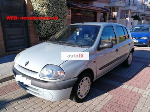 RENAULT CLIO 1.4i 5-p 700-cv automatico