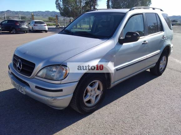 MERCEDES ML 320 218 CV gasolina.