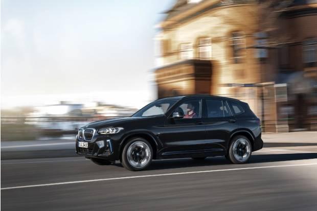 El BMW iX3 se renueva y ya tiene precio: 73.300 euros