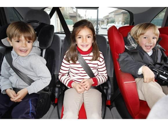 Alzadores para niños en el coche: ¿cuándo pueden usarlos?