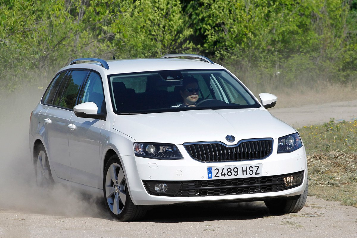 prueba skoda octavia combi 2 0 tdi 4x4 un coche completo. Black Bedroom Furniture Sets. Home Design Ideas