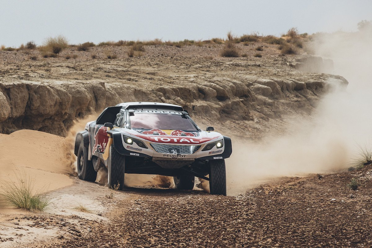carlos sainz y lucas cruz a por el dakar 2018 con peugeot. Black Bedroom Furniture Sets. Home Design Ideas