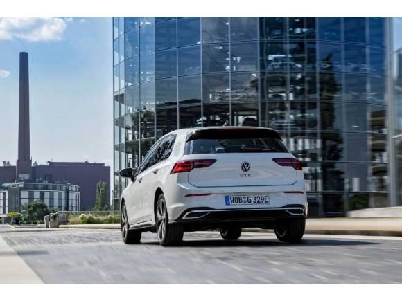 Volkswagen Golf eHybrid y GTE: ¿salen más baratos que los modelos de combustión?