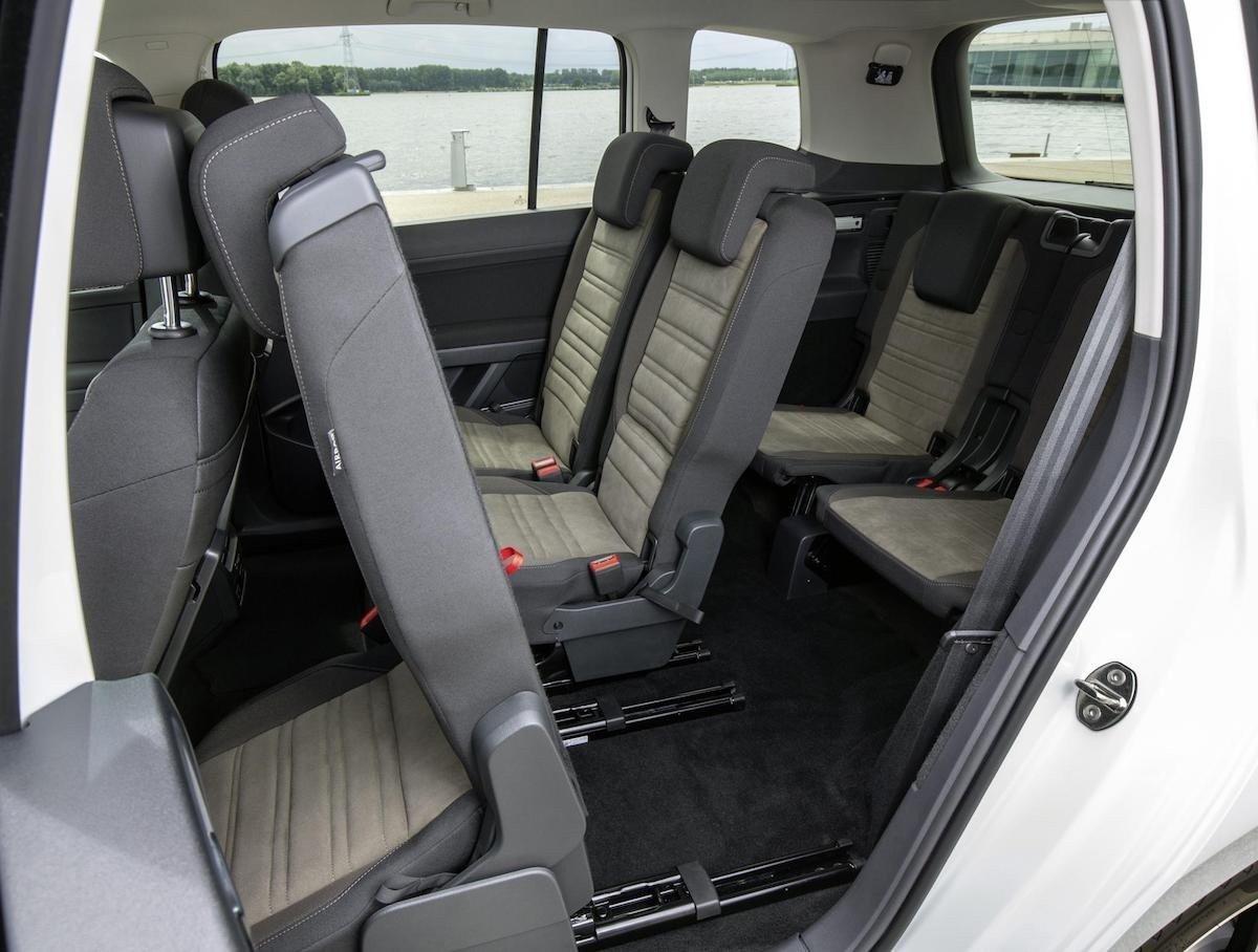 todos los coches con tres asientos traseros independientes. Black Bedroom Furniture Sets. Home Design Ideas