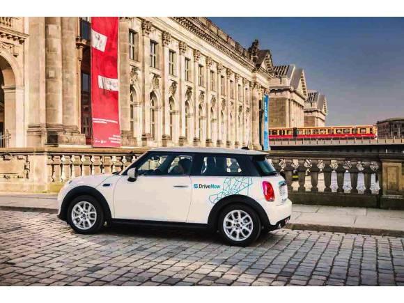 Mercedes y BMW se unen para dar movilidad en las ciudades