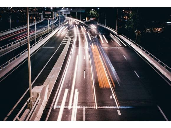 Qué es el efecto túnel y por qué deberías evitarlo cuando conduzcas este verano
