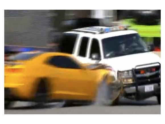 Vídeo: Chevrolet Camaro BumbleBee noquea a un coche de policía