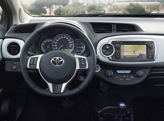 Interior del Toyota Yaris Híbrido