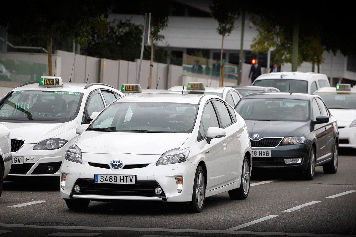 Toyota Prius Skoda Rapid taxi