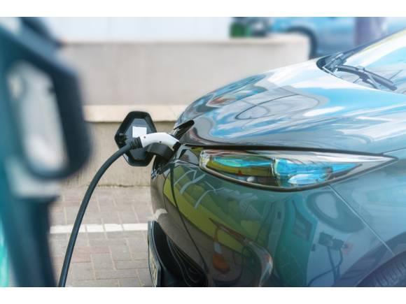 Los coches electrificados, híbridos y de gas sí aumentan sus ventas