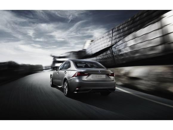El nuevo Lexus IS se despide del diésel
