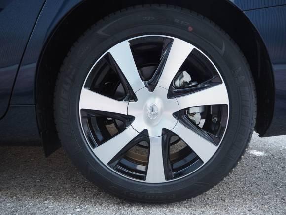 Prueba Toyota Mirai: te explicamos cómo va el coche de hidrógeno