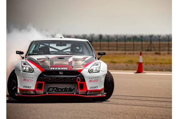 """El Nissan GT-R Nismo batiendo récords de derrapada """"a lo bestia"""""""