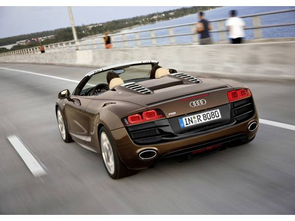 Audi R8 Spyder, el coche de IronMan se suelta la melena