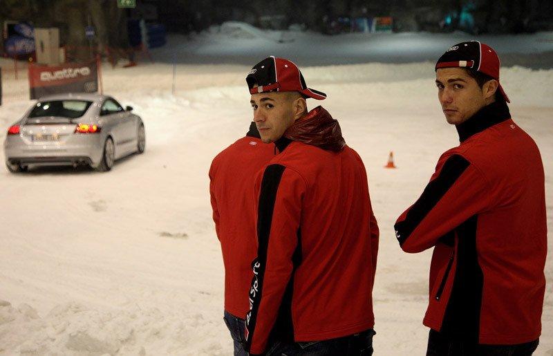 Benzema y Cristiano disfrutaron viendo como los demás conducían el coche por la nieve