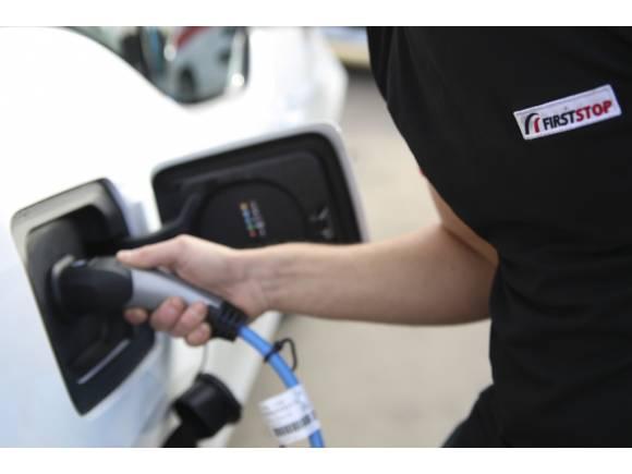 Cinco claves para cuidar la salud de la batería de tu coche eléctrico