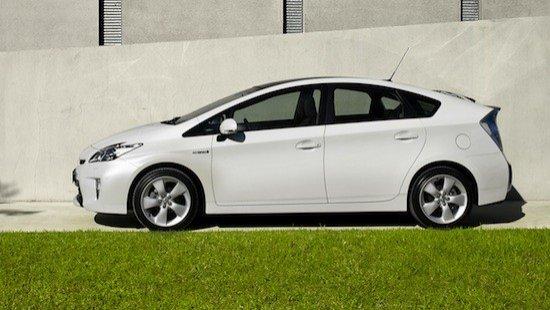 Los cambios del Toyota Prius 2012 mejoran el aspecto del frontal y del interior.