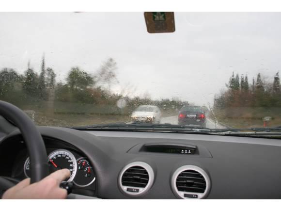 Conducir con lluvia: 10 claves para circular seguros