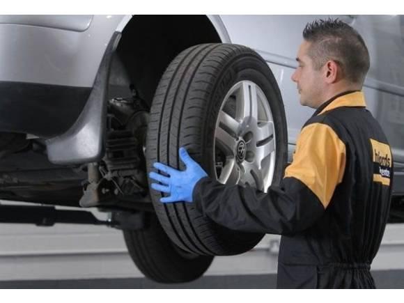 Llevar neumáticos distintos en el coche, ¿se puede?