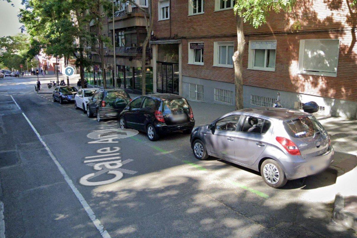 aparcar en sentido contrario