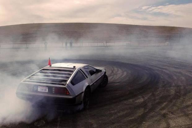 VÍDEO: Marty, el DeLorean autónomo... ¡Que hace drift por sí mismo!