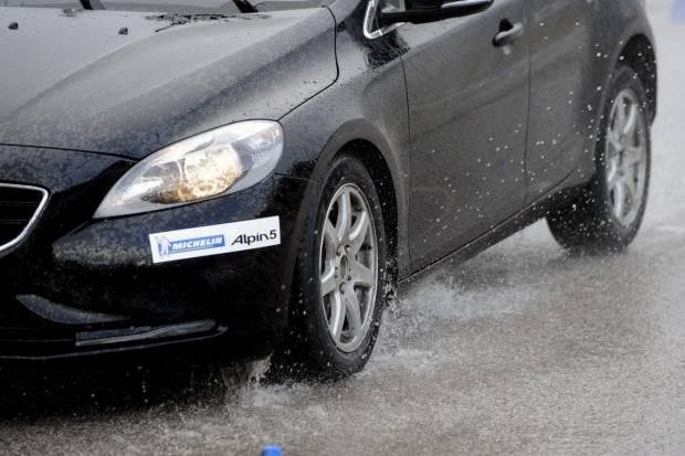 Conducir con la DANA: consejos de conducción y posibles multas