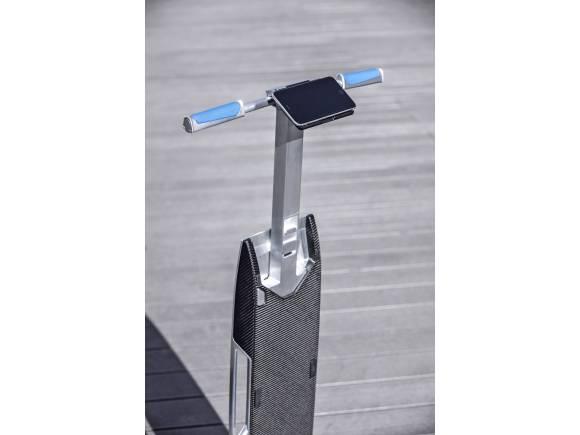 """Audi connected mobility concept: un Audi Q3 con """"patinete"""""""