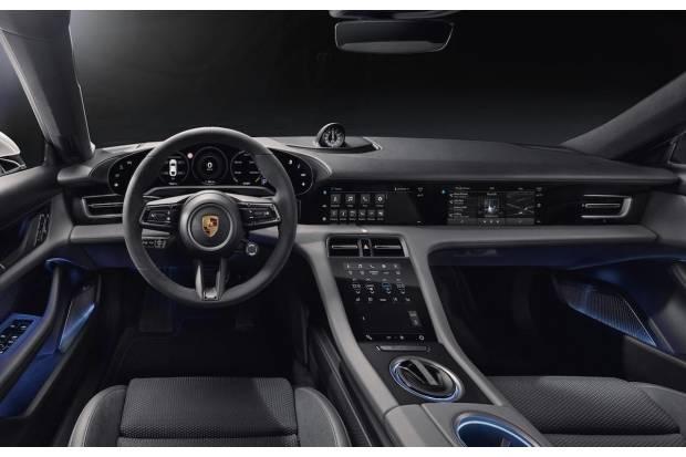 Cuatro pantallas para el interior del nuevo Porsche Taycan eléctrico