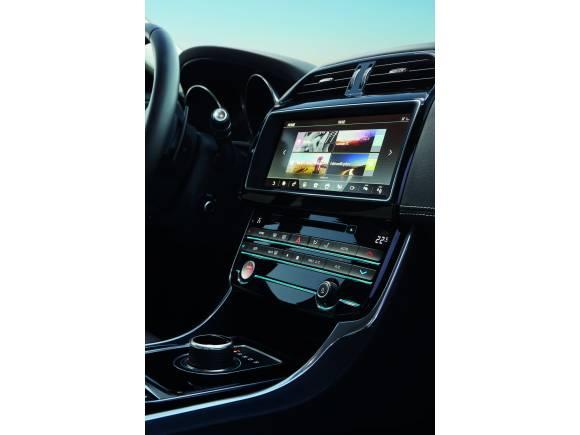 El Jaguar XE, ahora con tracción total y compatible con el Apple watch