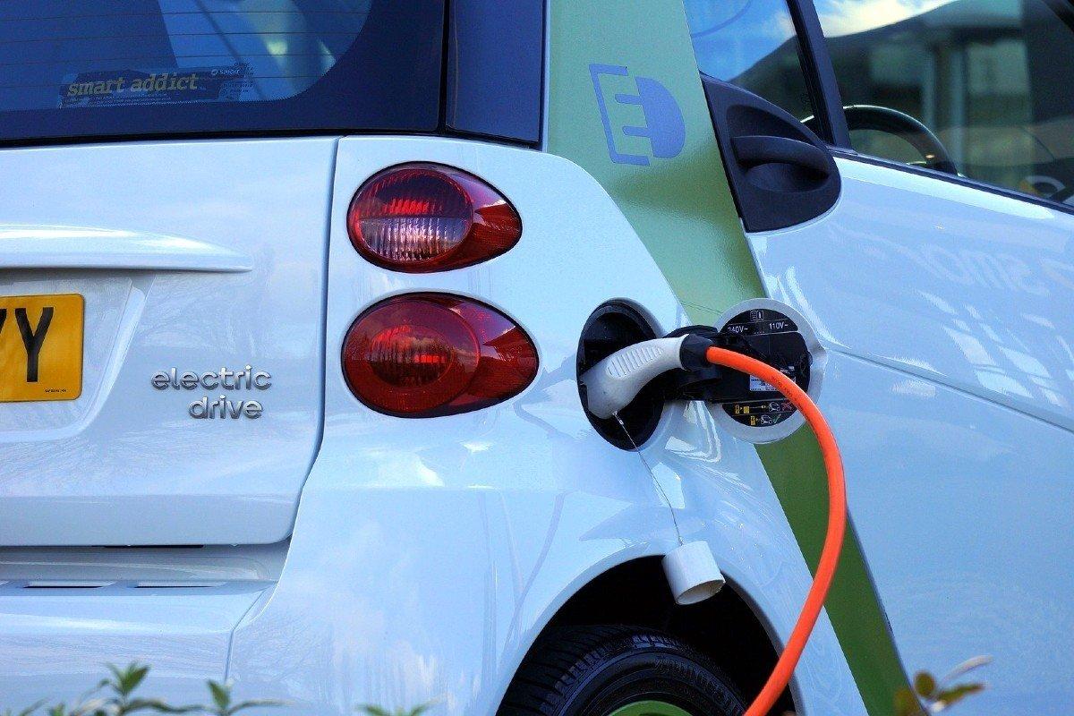 grua coche eléctrico
