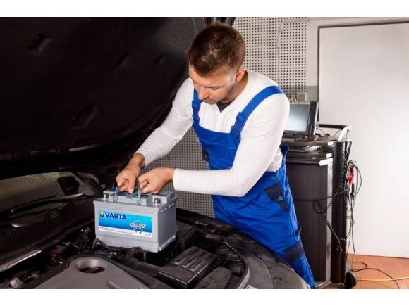 ¿Cuánto dura la batería de un coche sin arrancar?