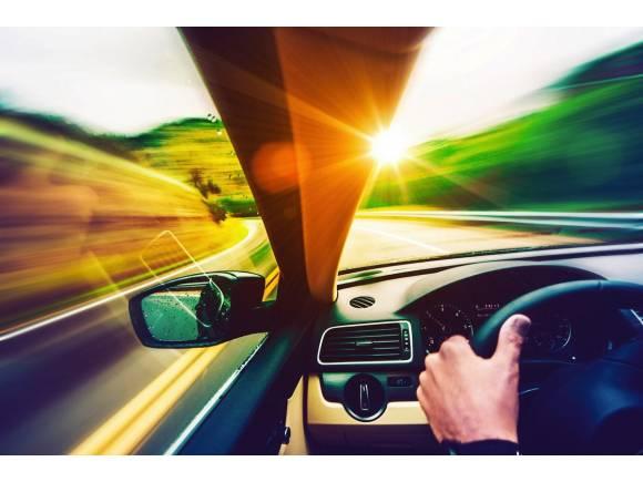 10 consejos para mantener limpios los cristales del coche en verano