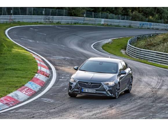 El Opel Insignia GSi supera con nota el examen de Nürburgring