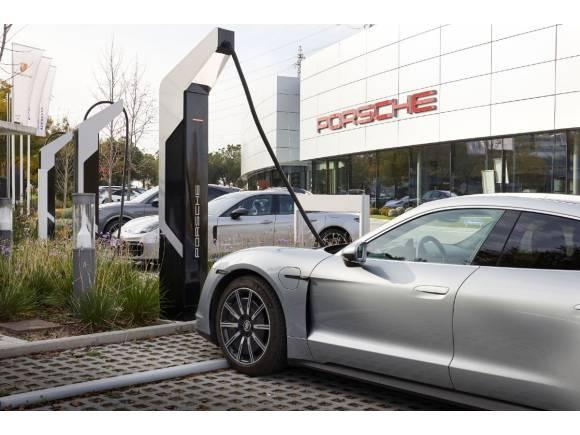 Porsche ya tiene su turbocargador: carga un Taycan en 20 minutos