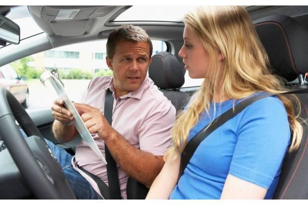¿Cuántas clases prácticas se necesitan para aprobar el carnet de conducir?