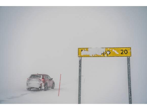 Vídeo: ruta extrema del Mazda CX-5 por el círculo polar ártico