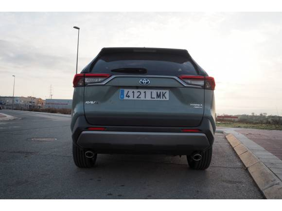 Prueba y opinión del Toyota RAV4 Hybrid i-AWD: ¿es más recomendable la tracción 4x4?