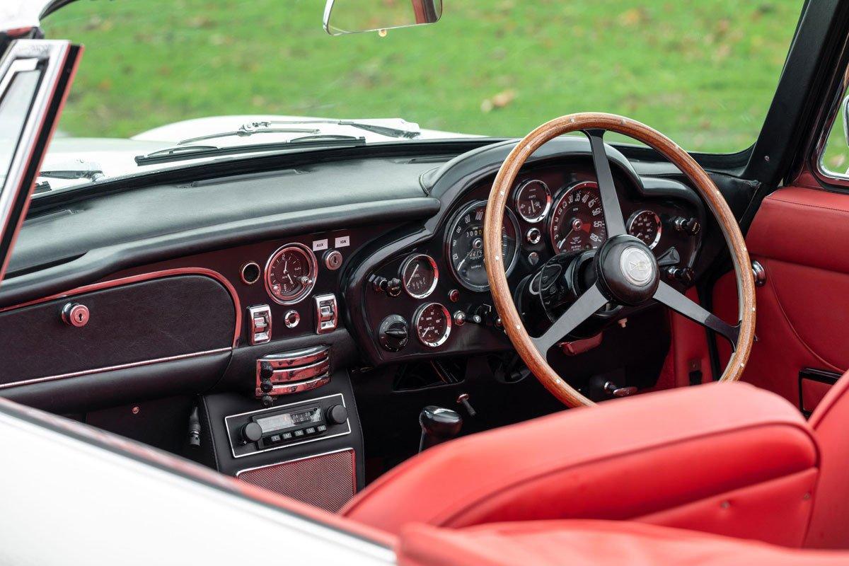 Aston Martin DB6 MkII Volante Electrico