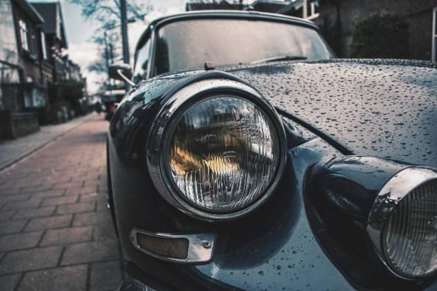 Así debes limpiar y pulir los faros de tu coche
