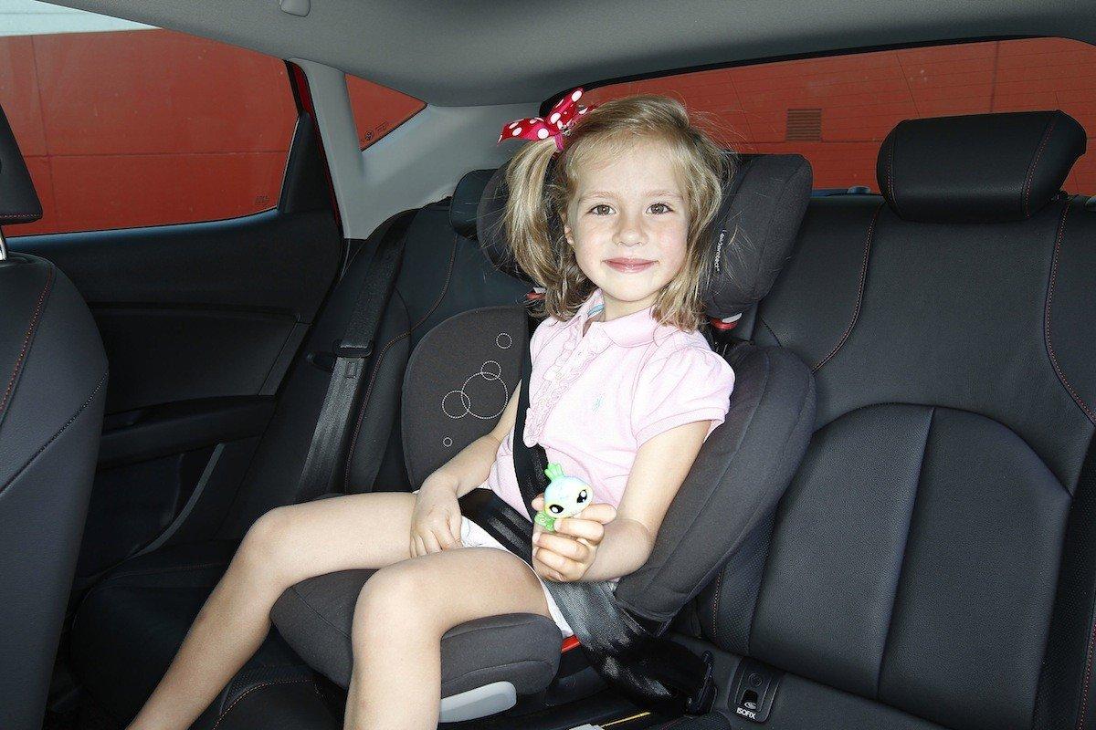 Seguridad infantil ni os en los asientos delanteros del coche for Asientos ninos coche