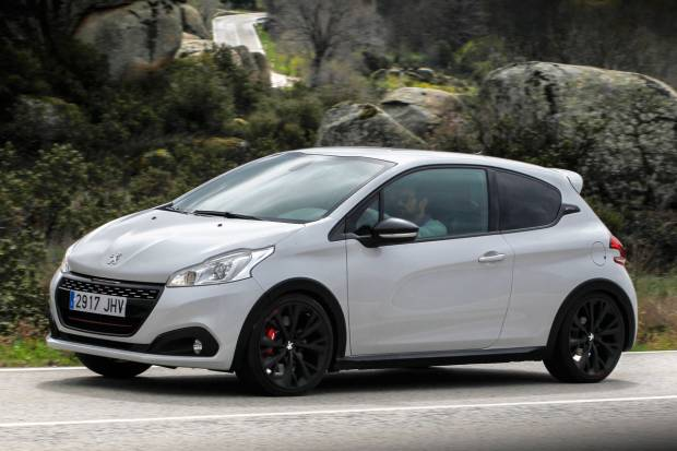 prueba peugeot 208 gti by peugeot sport. Black Bedroom Furniture Sets. Home Design Ideas