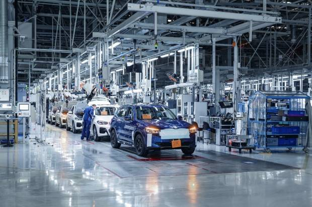 El BMW iX3 arranca su producción: en concesionarios a finales de año