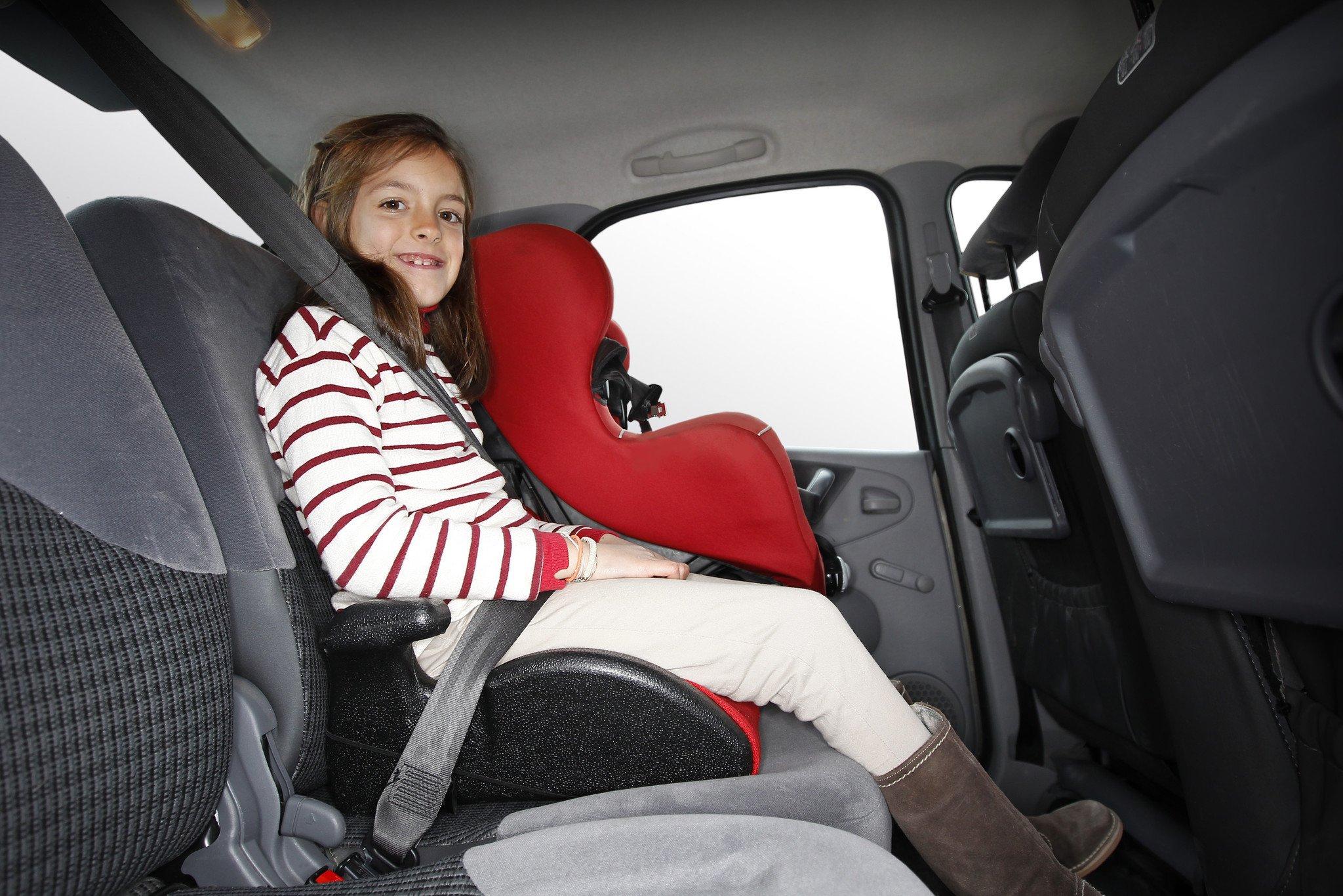 Niña interior coche