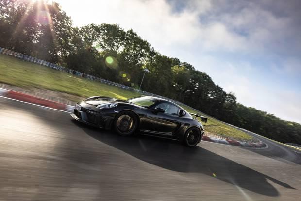 Porsche 718 Cayman GT4 RS, pedal a fondo en la recta final