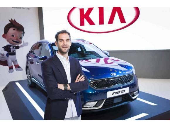 Nuevo Kia Niro presentado en el Salón de Madrid con José Manuel Calderón